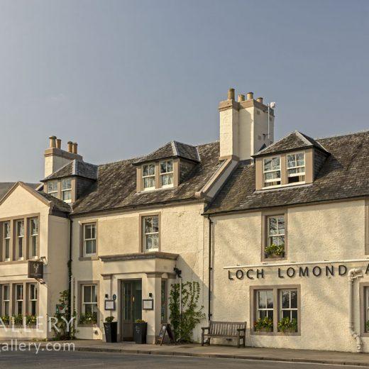 Loch Lomond Arms, Luss: Pub exterior