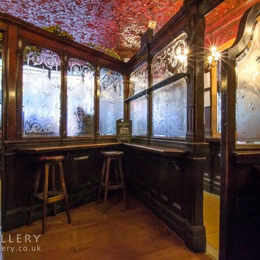 Argyll, Soho: Pub room with stools