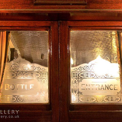 Dover Castle, Marylebone: 'Bottle Entrance' door window