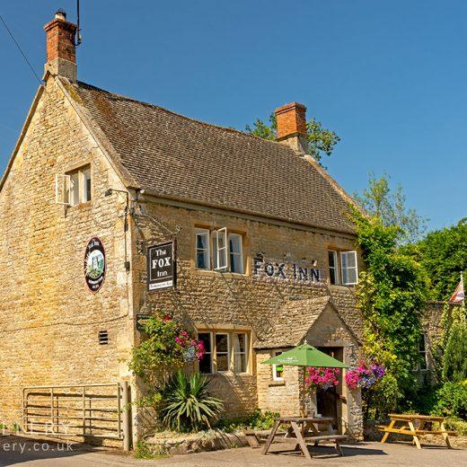Fox, Broadwell: Pub exterior