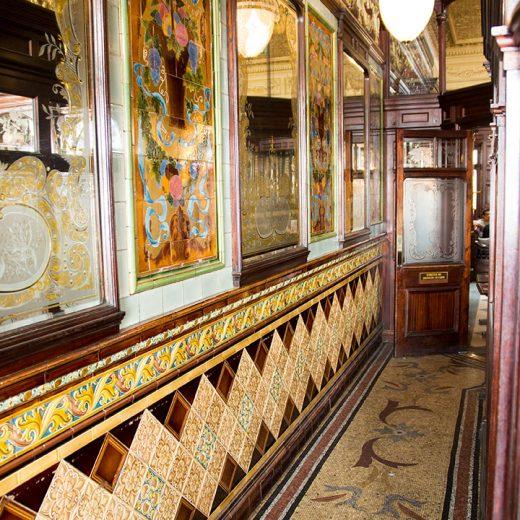 Princess Louise, Holborn: Tiled corridor