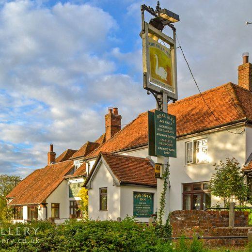 Swan, Inkpen: Pub exterior