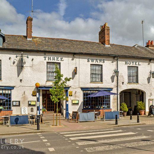 Three Swans, Hungerford: Pub exterior