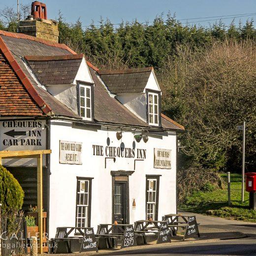 Chequers, Wareside: Pub exterior