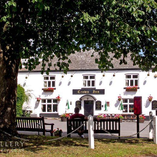 Crown, Dilwyn: Pub exterior