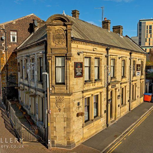 Bridge Huis, Burnley: Pub exterior