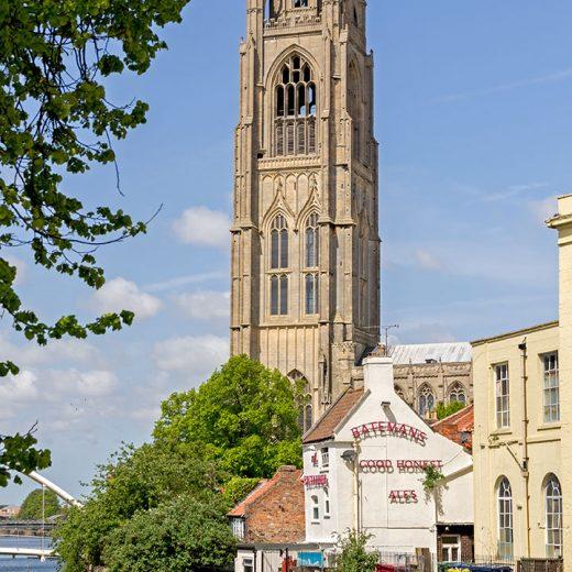 Britannia, Boston: Pub with church tower behind