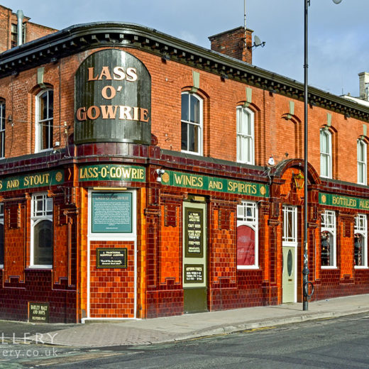 Lass O' Gowrie, Manchester: Full pub exterior