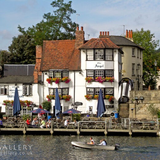 Angel, Henley: Pub with river in foreground