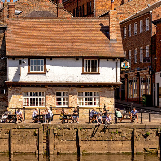 Kings Arms, York: Pub with people seated outside