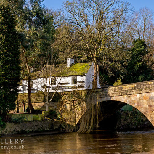 Mother Shipton, Knaresborough: Pub with river and bridge in foreground