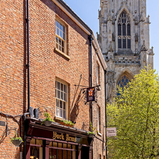 York Arms, York: Pub with York Minster behind