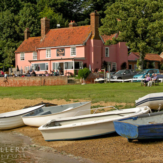 Ramsholt Arms, Ramsholt: Pub with boats in foreground