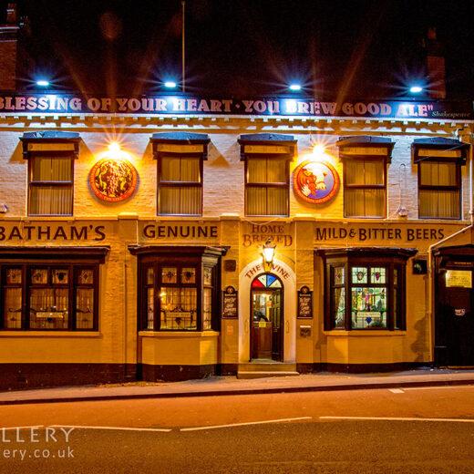Vine, Brierley Hill: Full pub exterior