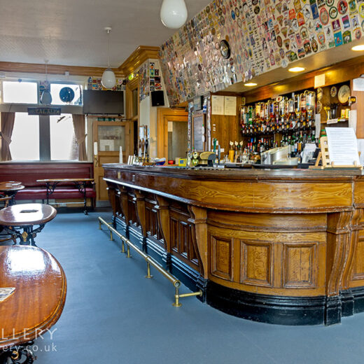 Queens Head, Newbiggin: Interior with bar counter (photo 2)